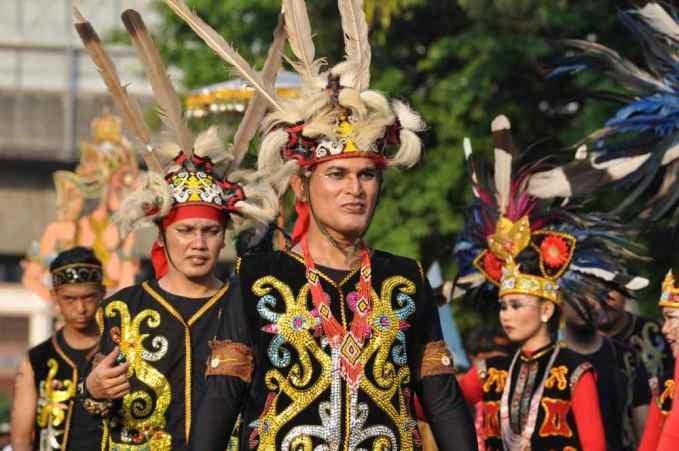 5 Keunikan Pakaian Adat Kalimantan Barat Yang Harus Kamu Tahu