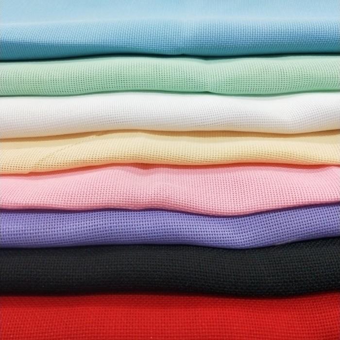 kain tenun yang bercorak kotak dan berlubang