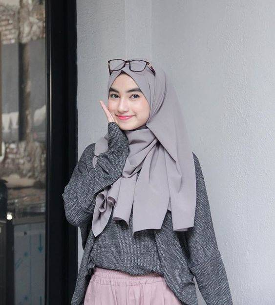 Padu Padan Sweater dan Hijab
